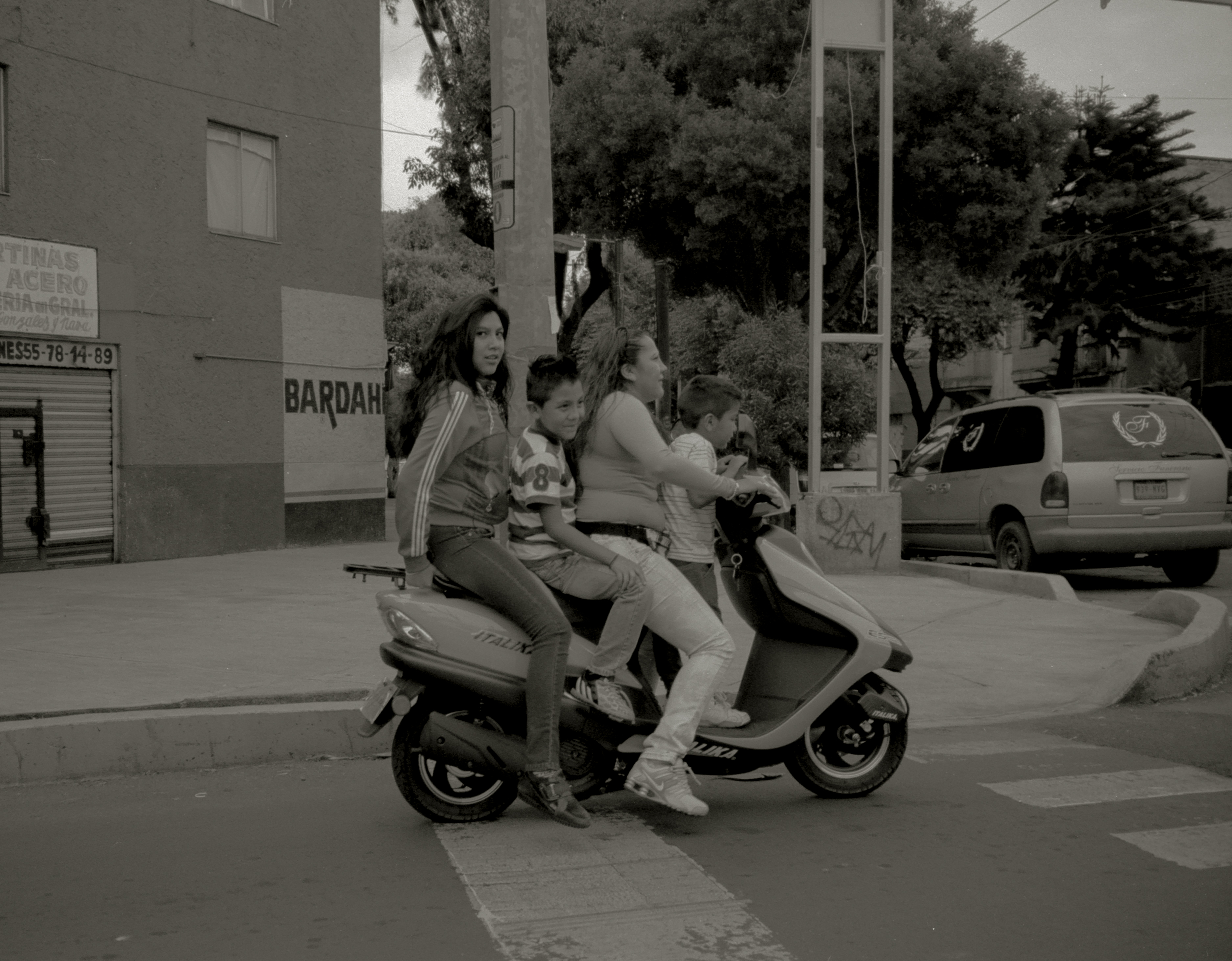BIRTH Production - Photographers > FROM THE STREETS - Image15